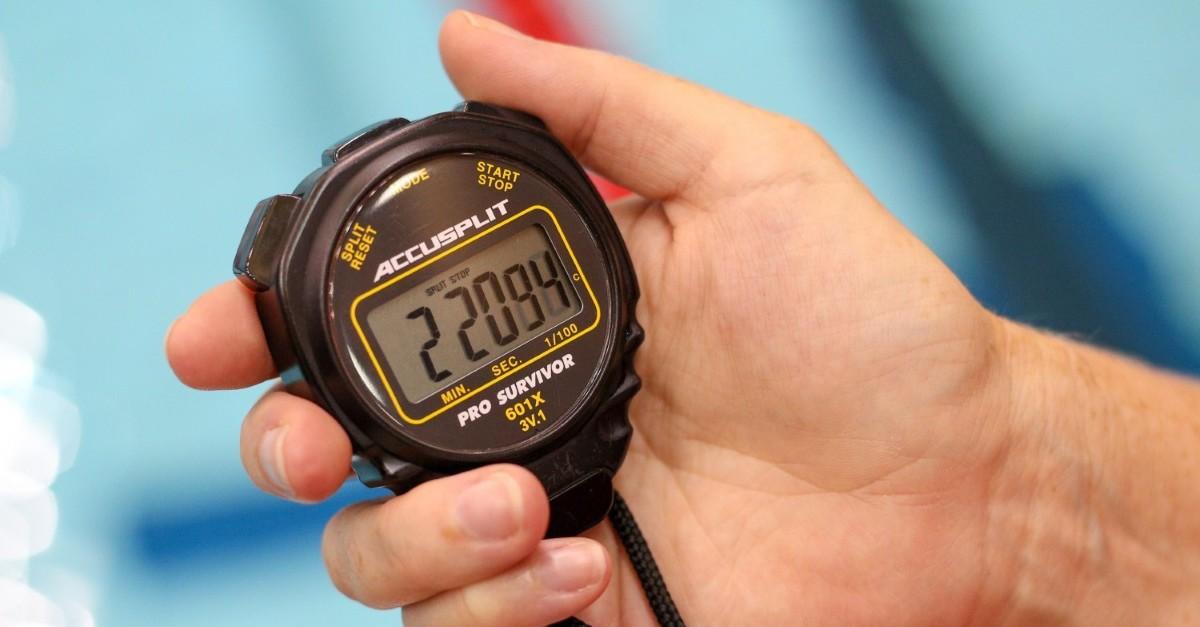 Il n'existe pas de durée idéal pour les étirements mais referez vous à 30 secondes au minimum pour que votre muscle est le temps de s'étirer correctement et ne dépassez pas les 1 minutes pour éviter de trop l'étirer et de causer diverses blessures.